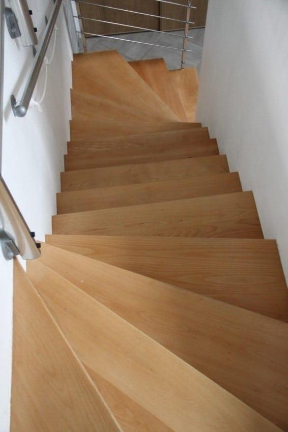 escalier béton et bois